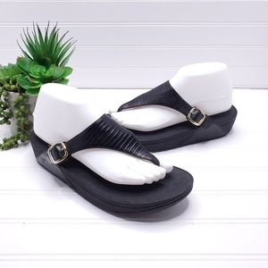 Fitflop Buckle TStrap Thong Sandals US 9